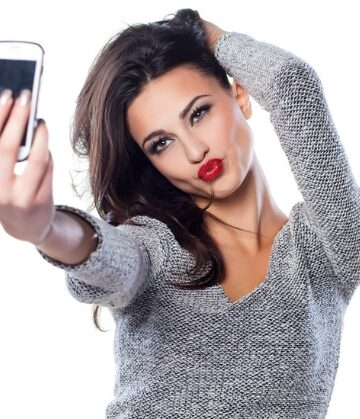 Scientists Link Selfies To Narcissism, Addiction & Mental Illness